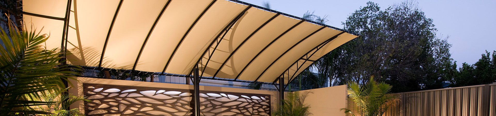 Cantilever canvas vogue pergola